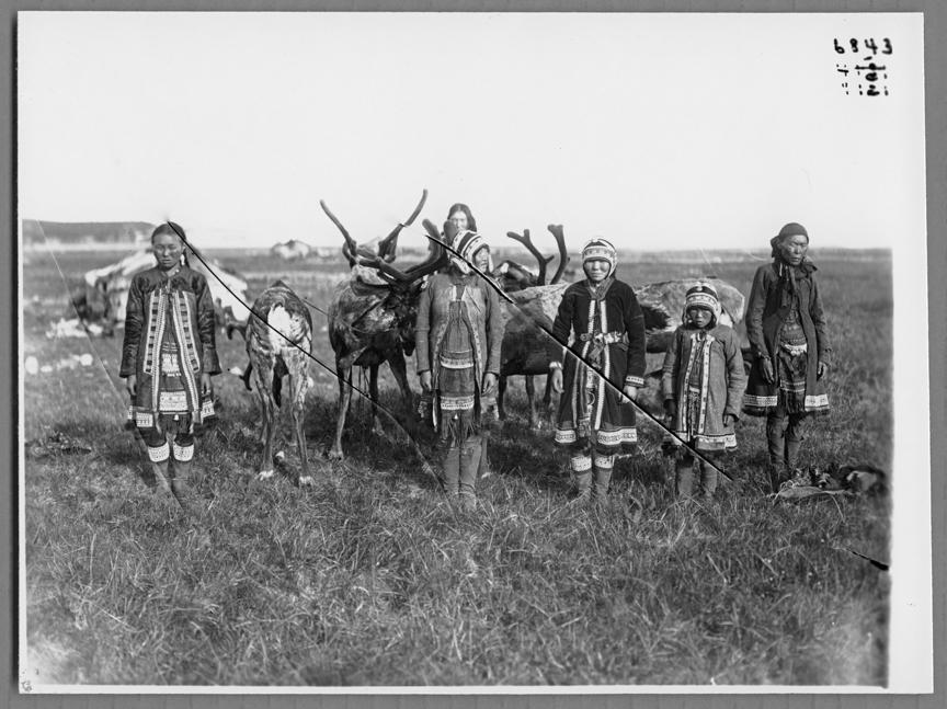 Ázsiai sámán piros ruha mikulás télapó sámánok piros ruhaban